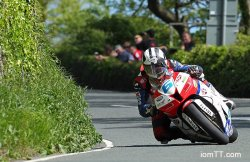 Michael Dunlop sort le grand jeu dans la 2e course supersport
