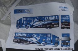 Un camion aux couleurs de Yamaha racing France