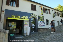 "Le local du fan club ""officiel"" ne paye pas de mine"
