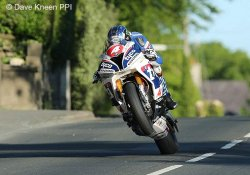 Ian Hutchinson confirme également en superstock
