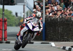 "Peter Hickman remporte la prestigieuse ""Senior"" TT"