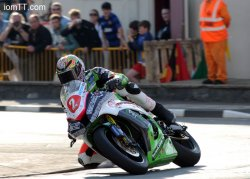 James Hillier devance la BMW de Michael Dunlop
