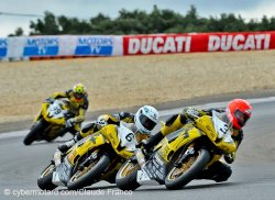 Le trio « Dark Dog » domine le supersport